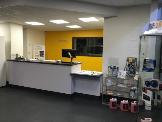 Atelier de carrosserie t lerie d bosselage et peinture for Franchise garage mecanique