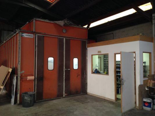 cabine de peinture retouche peinture auto toutes marques le neubourg garage du plateau g rard. Black Bedroom Furniture Sets. Home Design Ideas